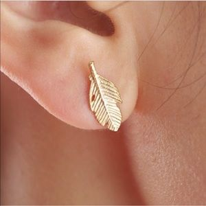🍂 Boho Feather Stud Earrings Gold Tone